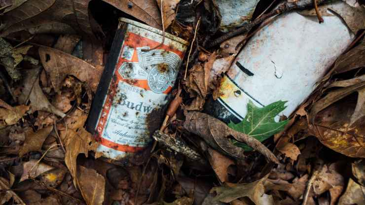 close up photo of rusty budweiser can